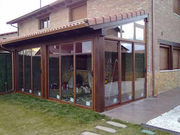 Porches de madera adosados en madrid for Cerramiento vidrio