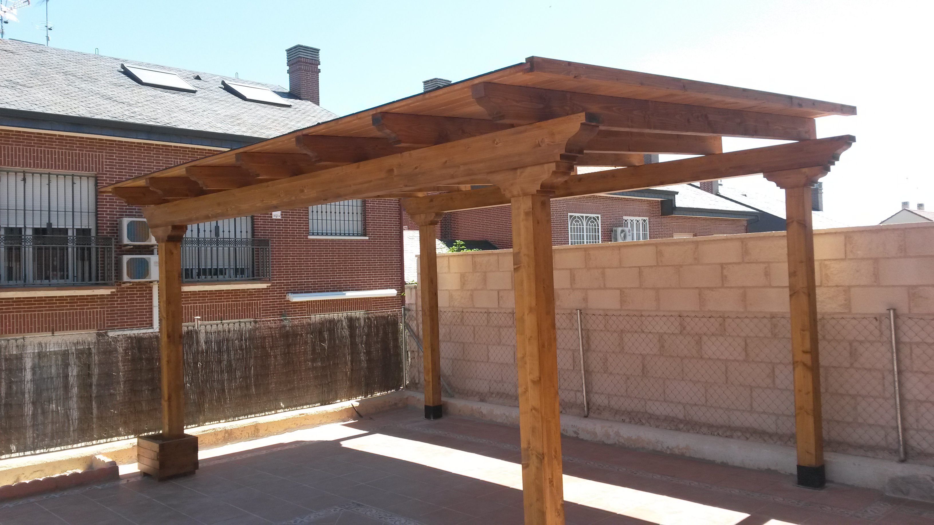 Ofertas de pergolas y porches de madera for Porches de madera